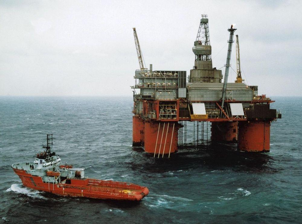 Problemer med å få opp produksjonen på Snorre etter gassutblåsingen, er med på å bringe olje-produksjonen ned.