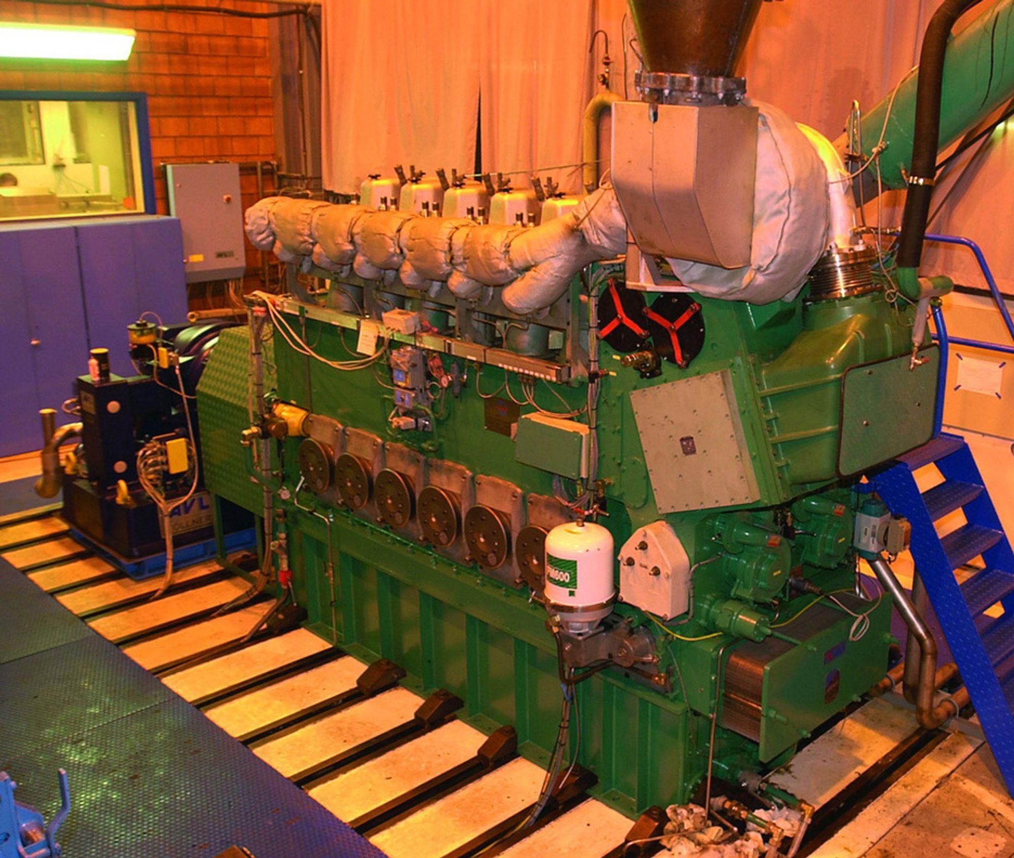 NYE MULIGHETER: Den foreslåtte fusjonen mellom Rolls-Royce, Daimler og MTU kan bidra til økt aktivitet ved motorfabrikken til Rolls-Royce på Hordneset. Her testes en gassmotor.