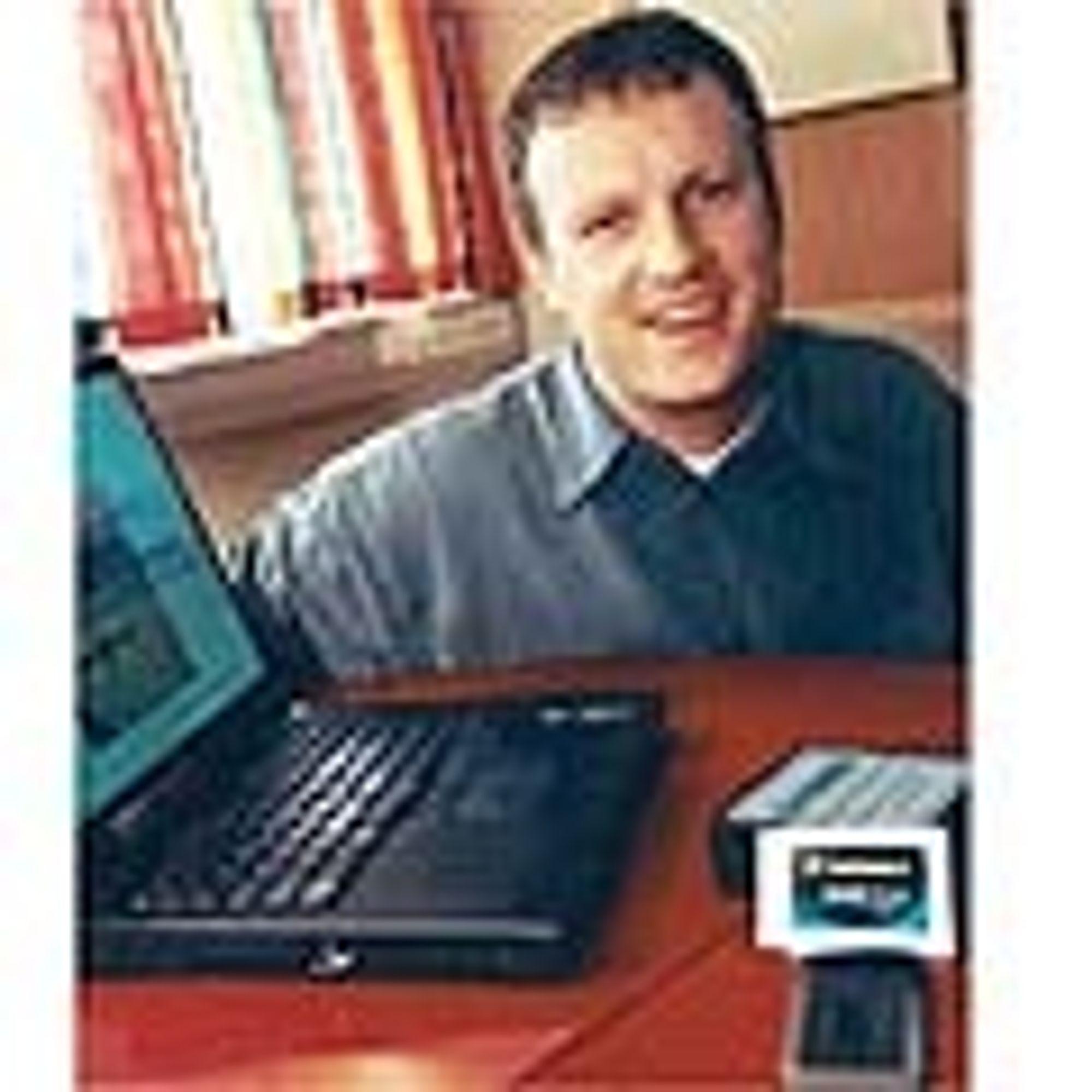 VISJON: Med PC eller håndholdt terminal vil Birdsteps Haakon Bryhni gjerne kunne bevege gjennom ulike nett, alt fra GSM til Bluetooth, uten å miste forbindelsen.