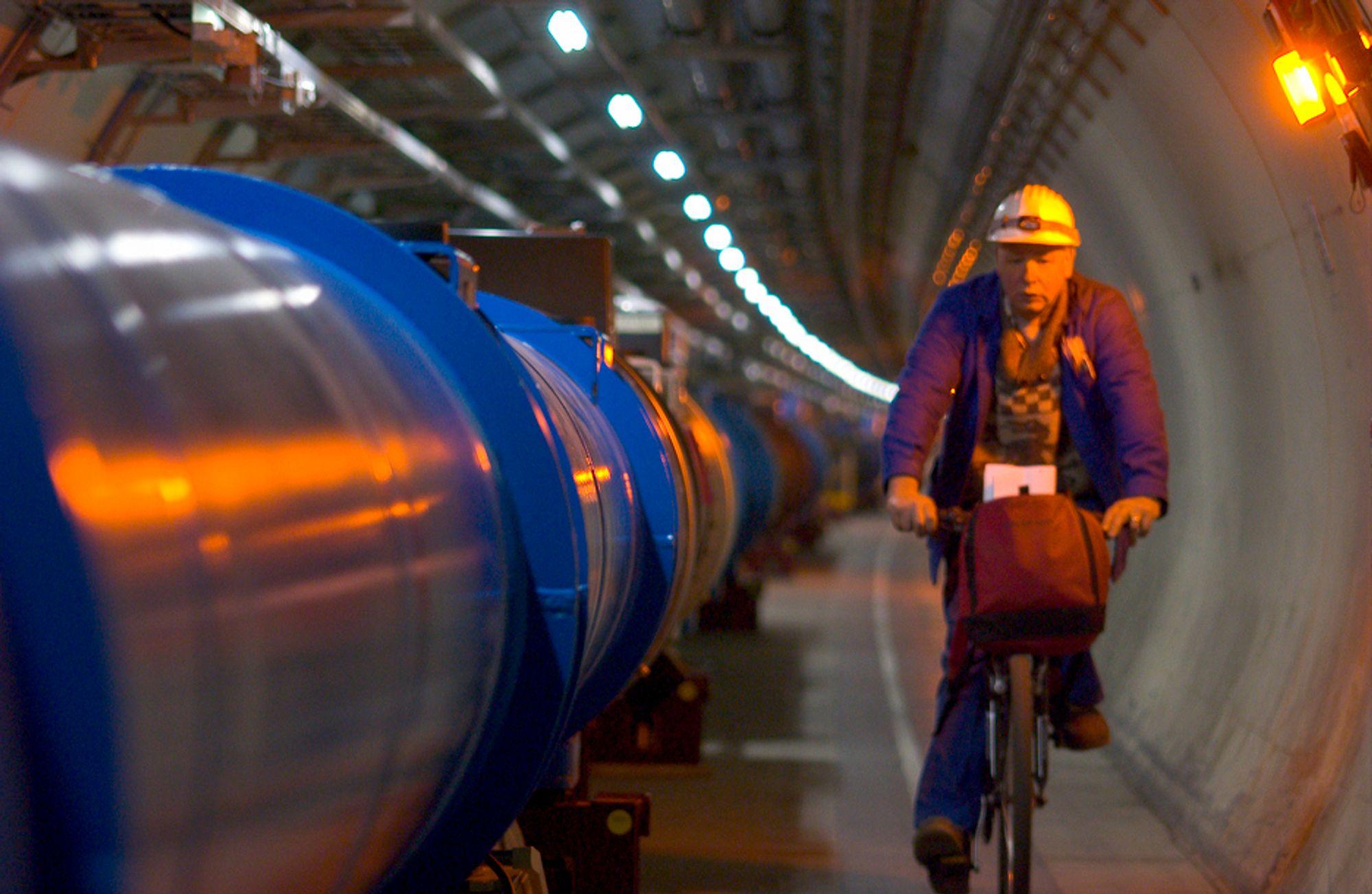 LHC (The large hadron collider) er en av de mest avanserte maskiner noen gang bygd av mennesker.