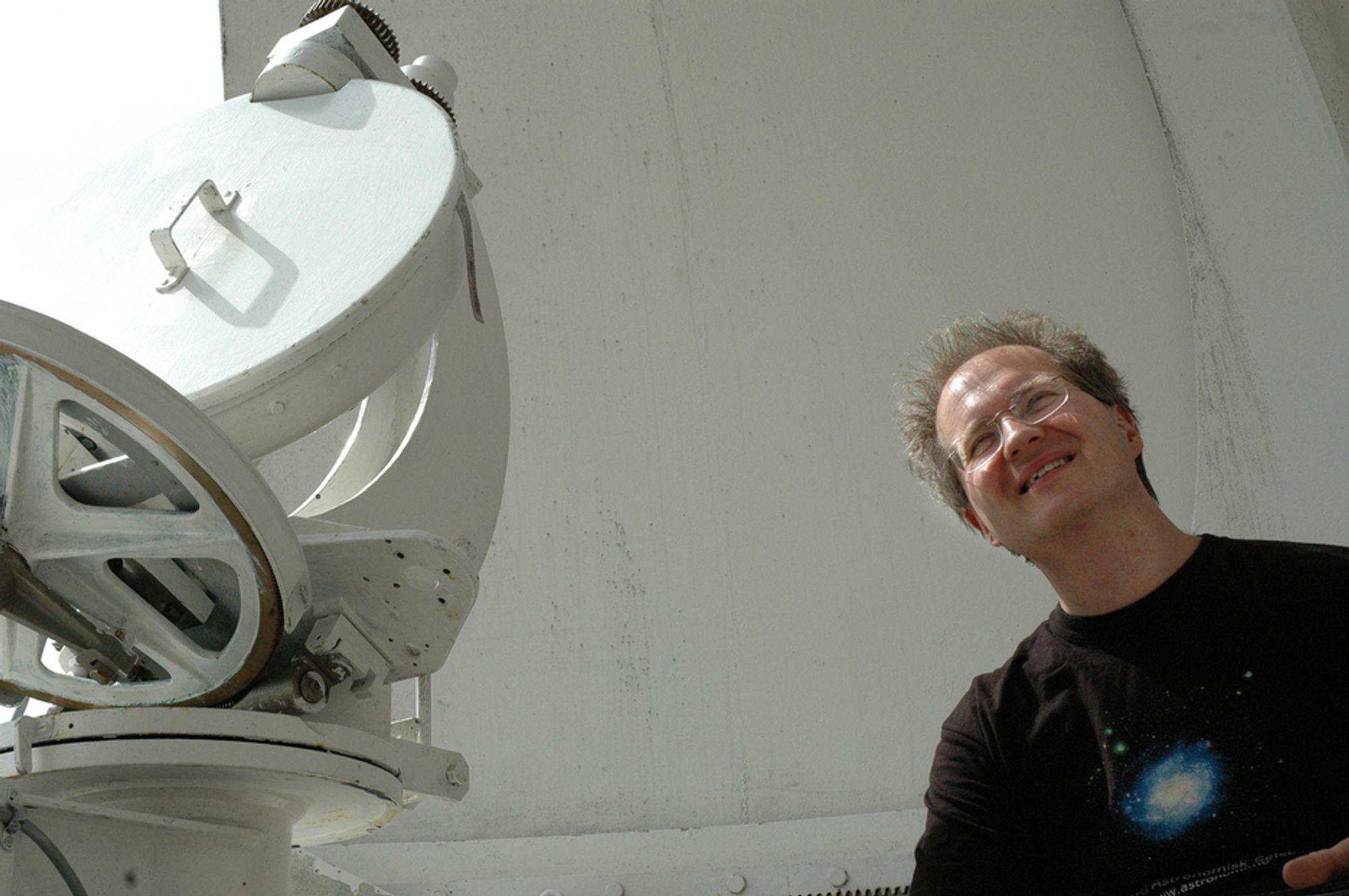 Daglig leder Knut Jørgen Røed Ødegaard ved Solobservatoriet på Harestua er lettet over at det ikke blir nedleggelse. I denne omgang.