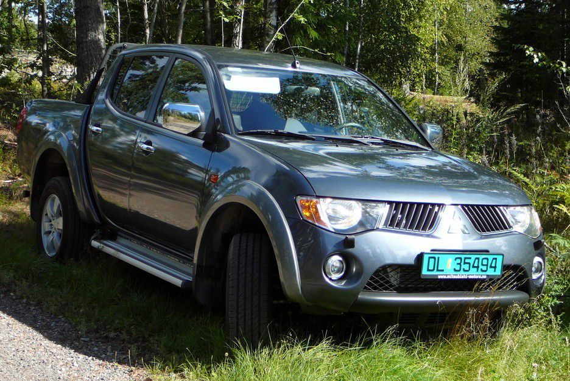 TERRENGBIL: Mitsubishis nye pickup L200 er primært designet for USA og leveres som toseters singel Cab med ekstra langt lasteplan, toseters Club Cab med ekstra oppbevaringsplass bak baksetene (grønne skilt), og som fireseters Club Cab.