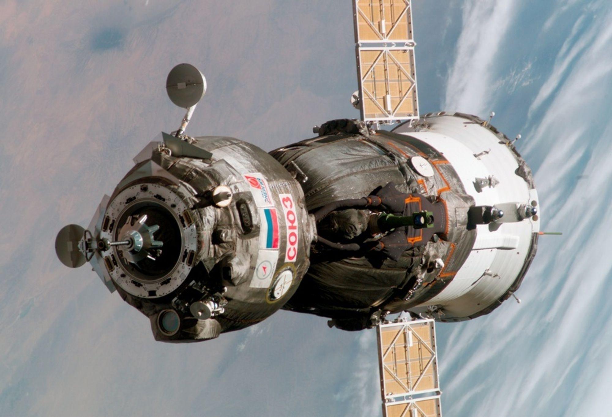 SOJUS: Den russiske Sojus TMA har lenge hatt ansvaret for å forsyne romstasjonen ISS med mannskap. Dens kommende ferd er utsatt til 18.9. pga. amerikanernes trøbbel og værutsettelser for romfergen Atlantis. I Sojus TMA-9 skal verdens første kvinnelige romturist opp.