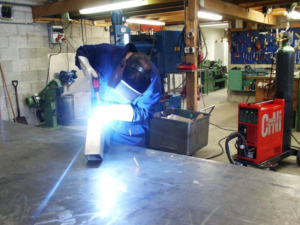 RASKERE: Selskapet EFM Machinery i Nederland sier de har hatt stor produksjonsgevinst ved å innføre den nye typen databasert sveising. De sveiser ofte i CrNi-stål og opplever nå rundt 40 prosent økt produktivitet. FOTO: FRONIUS