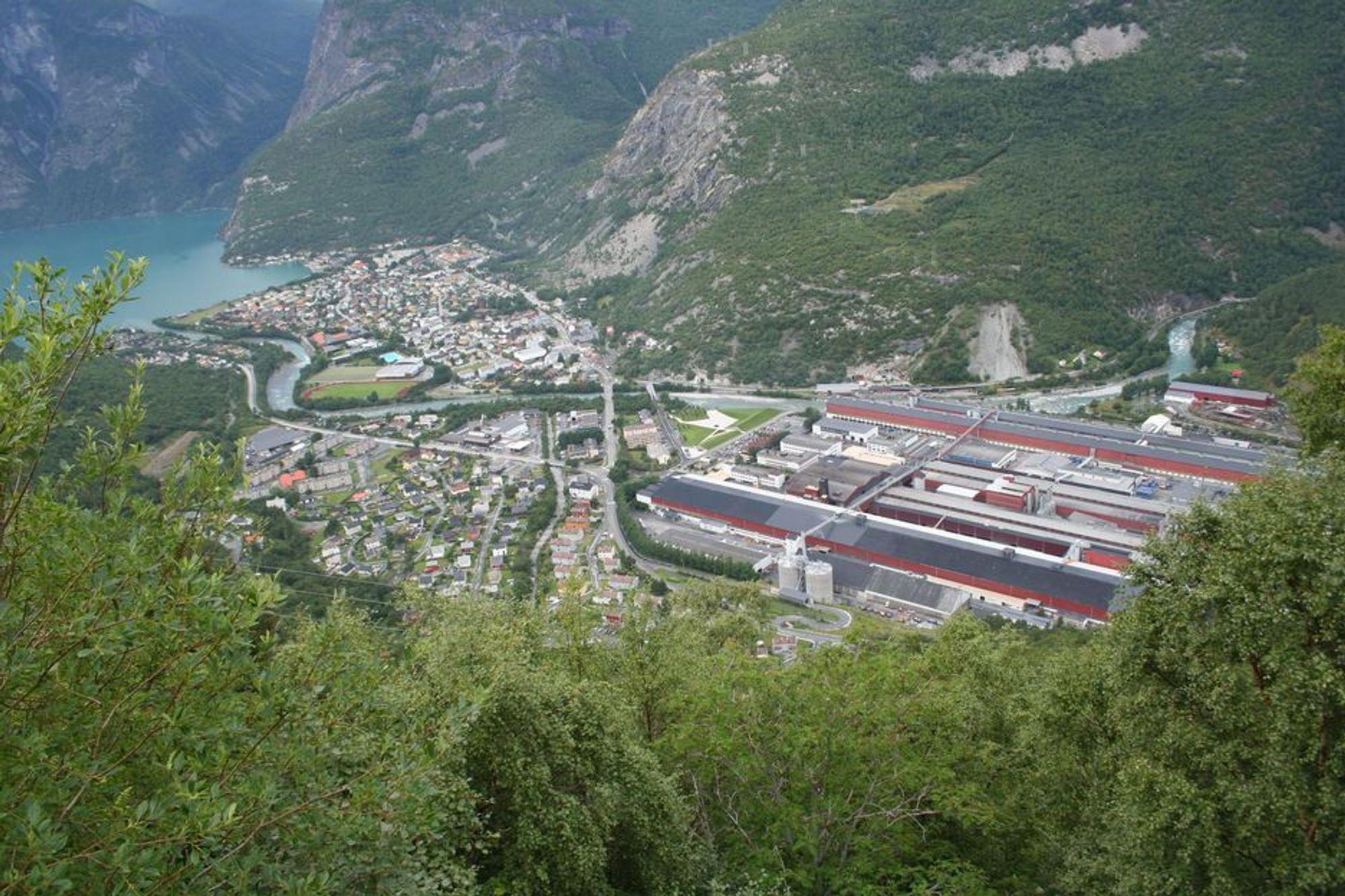 Hydro Aluminium, Årdal, sett ovenfra, på veien mellom Tyin og Årdal.