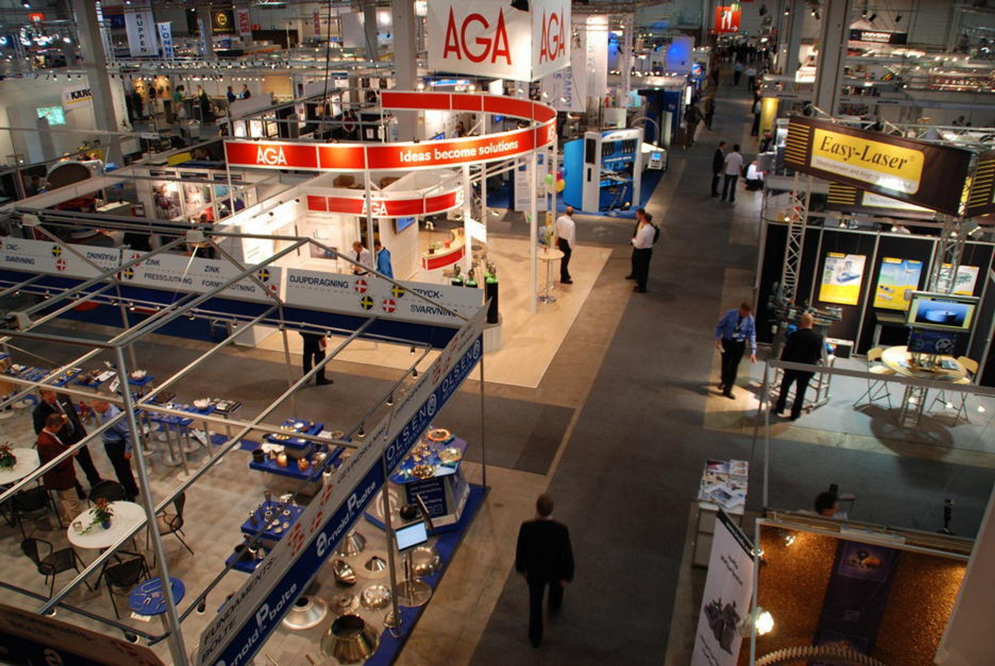 Utstillerne stod klare til å fortelle om sine produkter når Industridagene åpnet.