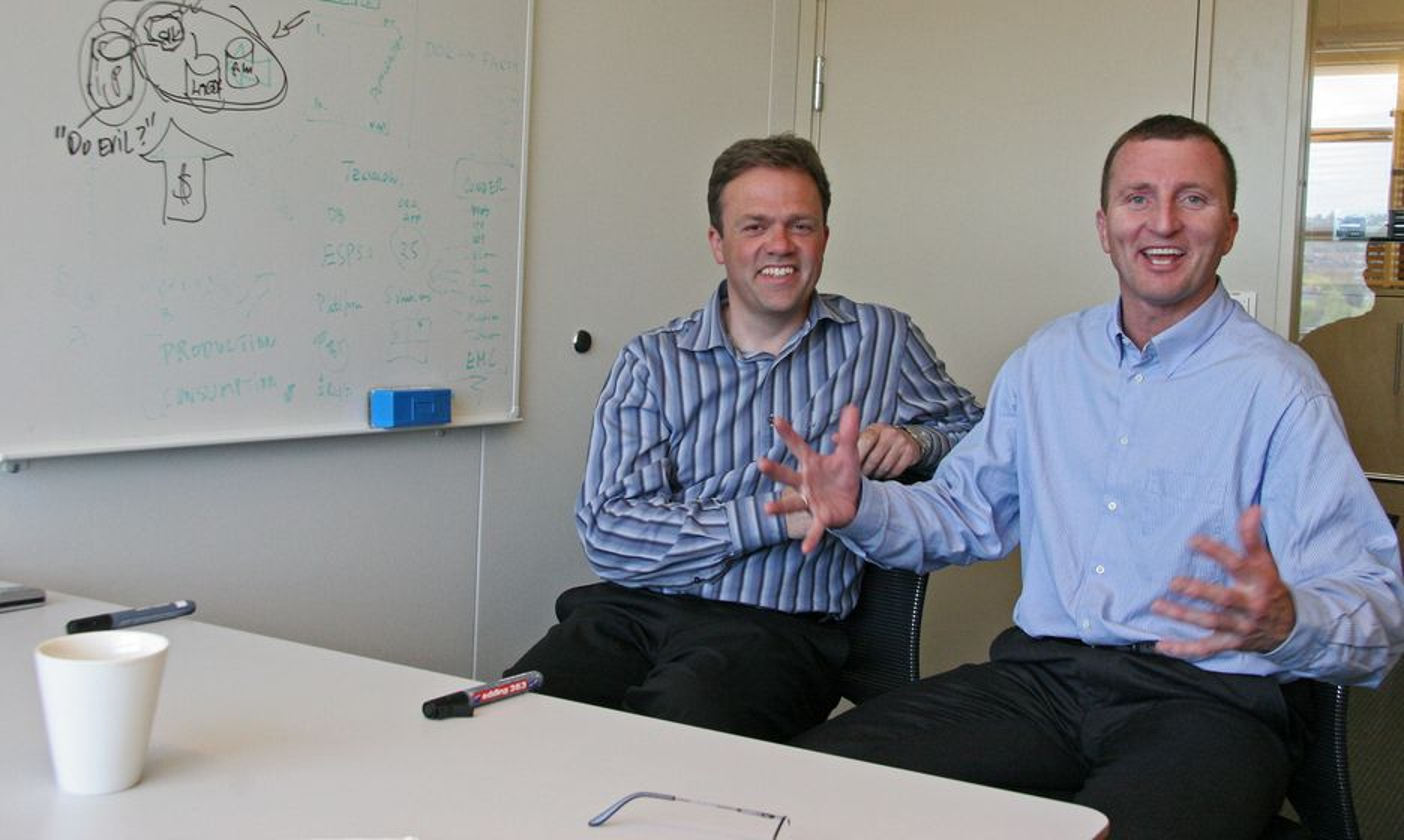 Teknologidirektør og professor ved NTNU, Bjørn Olstad og sjefforsker og professor ved Universitetet i Tromsø, Dag Johansen i søkemotorselskapet Fast Search & Transfer tror søkemotoren vil utkonkurrere databasen når informasjonsmengden øker.