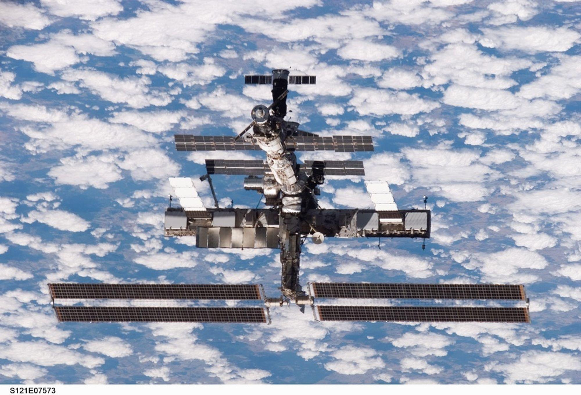 ROMSTASJON: Det befinner seg to amerikanere, en ESA-astronaut og fire russere på romstasjonen, som nå styres fra Housteo. Illustrasjonsbilde.