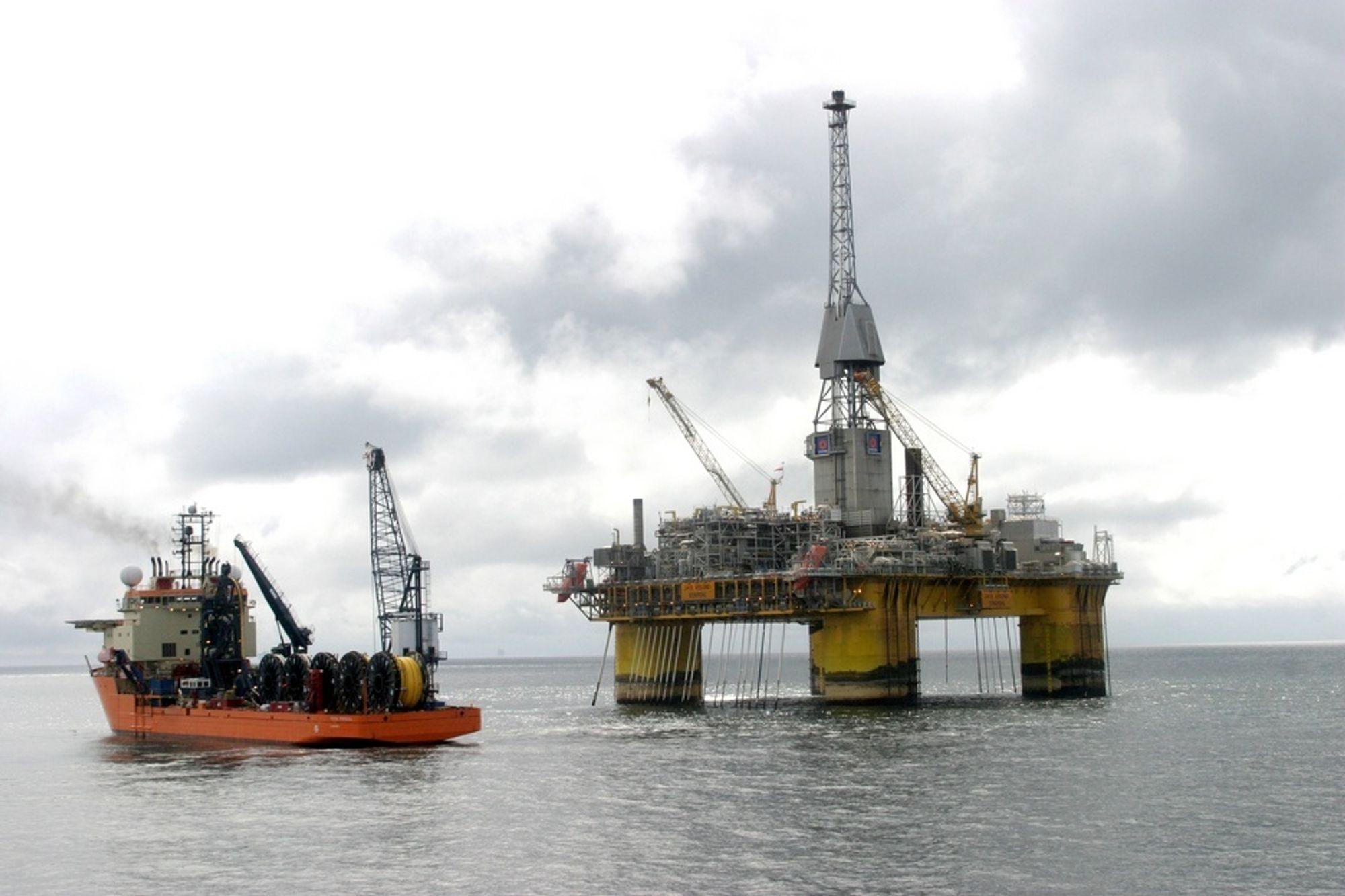 UTE AV DRIFT: Visund har vært ute av drift siden 19 januar. Normalt produserer denne platformen rundt 35 000 fat olje om dagen.