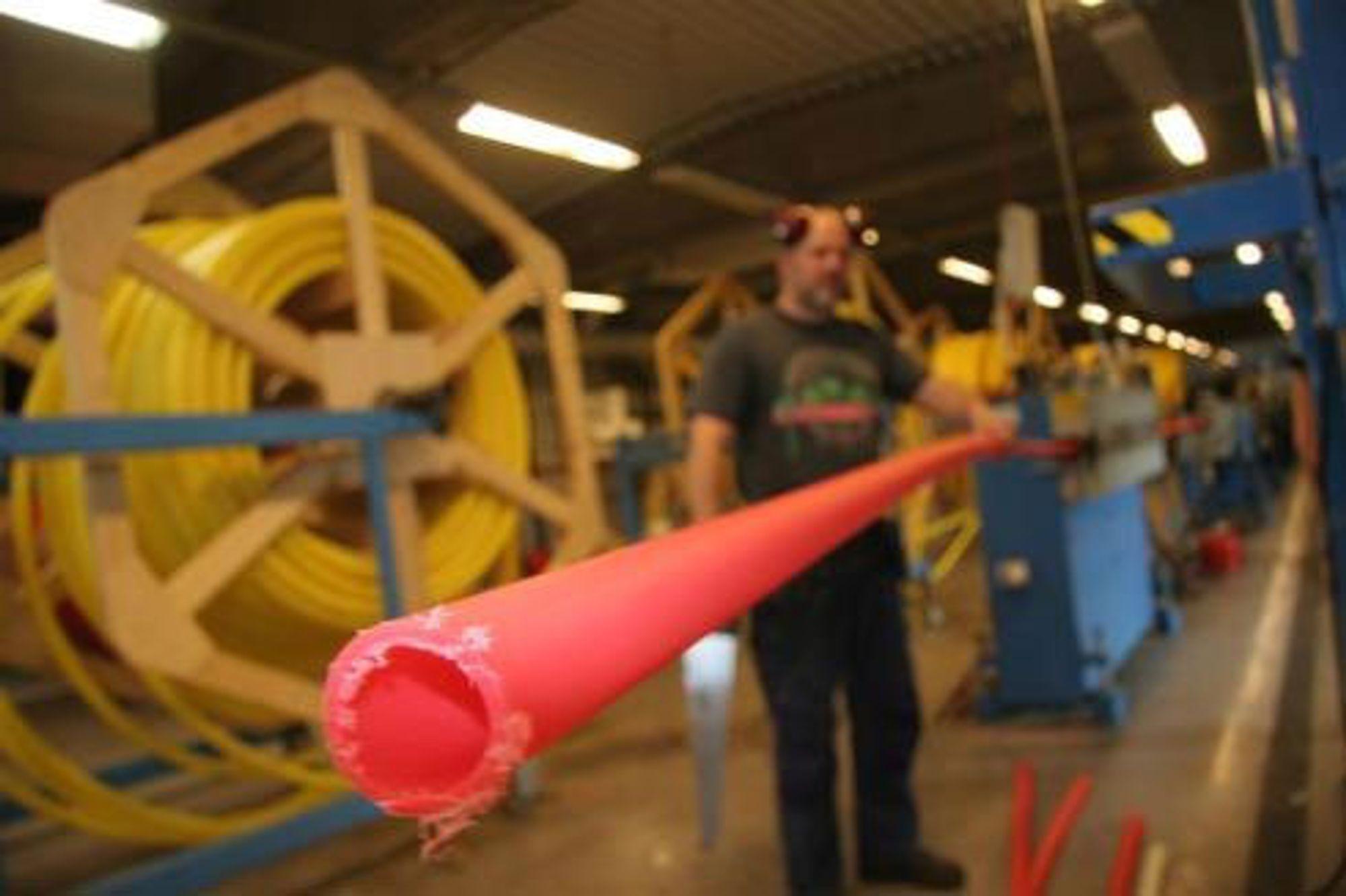 Granulat blir til plastrør i satdig større mengder fra Polyfemos.
