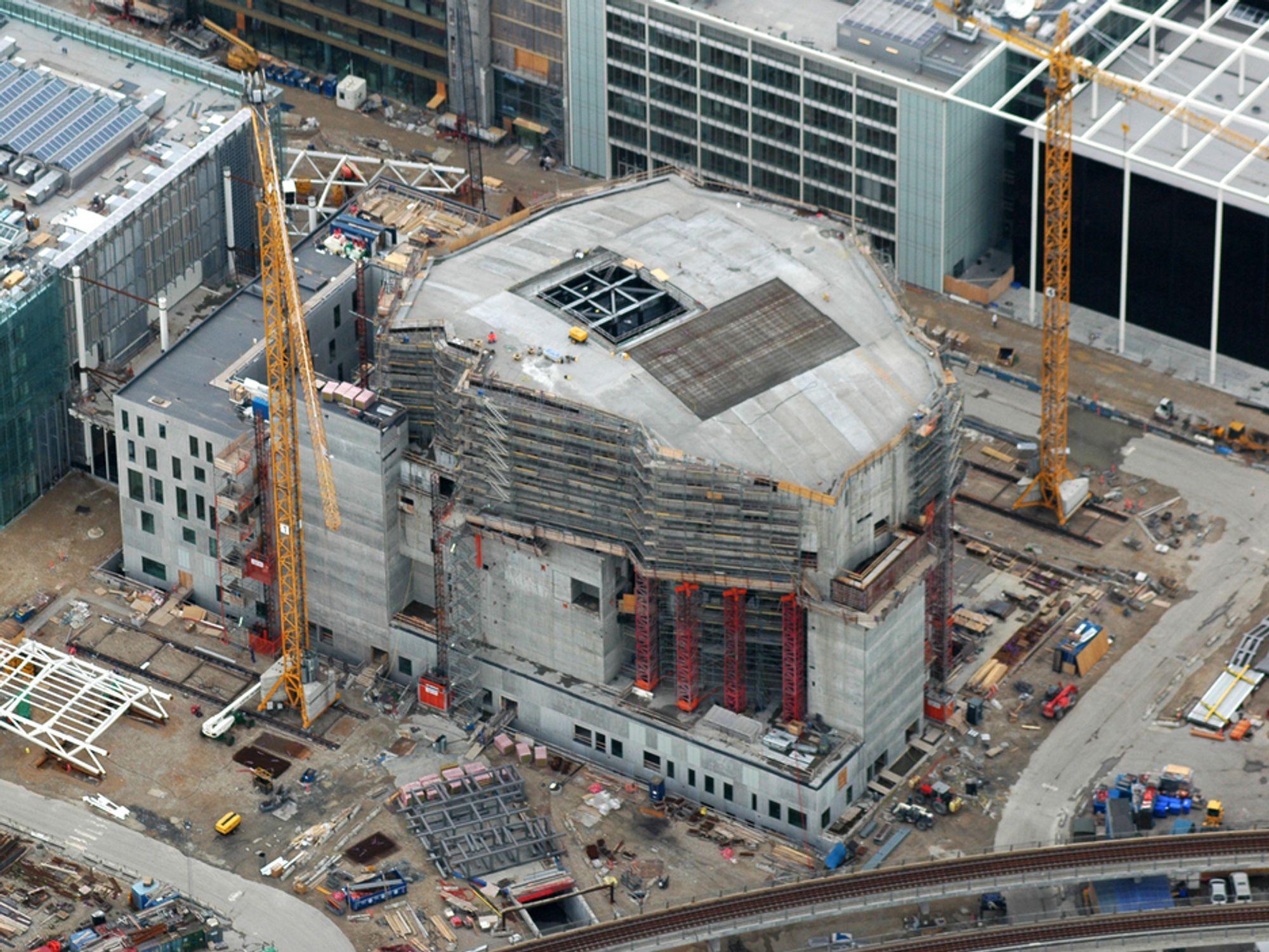 STORPROSJEKT: Konserthuset i DR Byen er komplekst bygg. Det hjelper ikke særlig at budsjettet for lengst er sprengt.