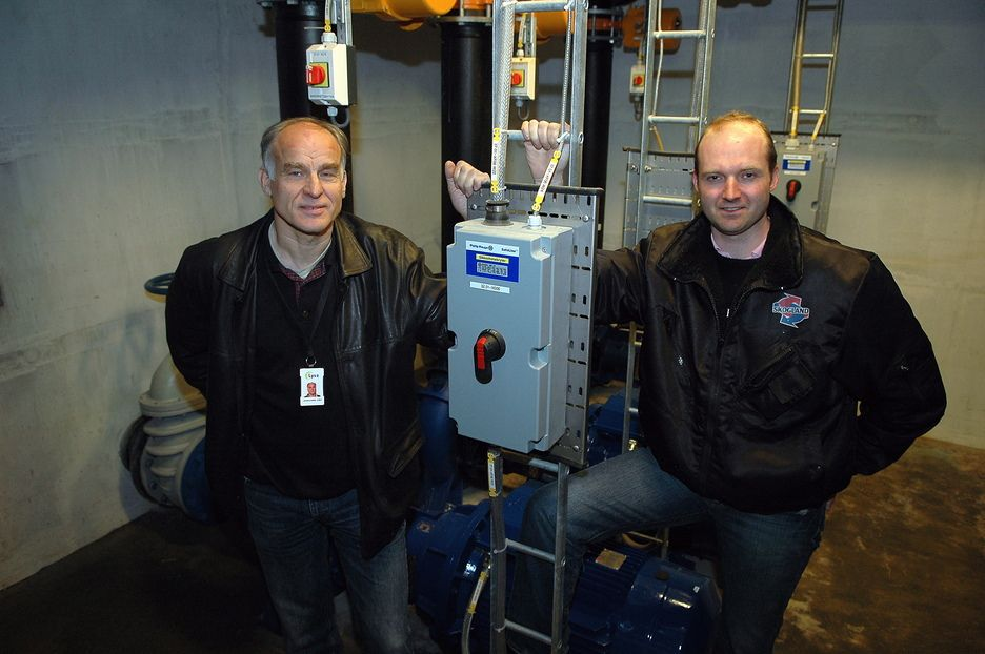 UTEN KJØLEMAKSKINERI:  Johan Gjemre Olsen og Arild Skar har bygget landets mest effektive kjøleanlegg. De leverer 7,5 MW kulde og forbruker selv 250 kW. ¿ Dette er fremtidens løsning for komfortkjøling, sier de.