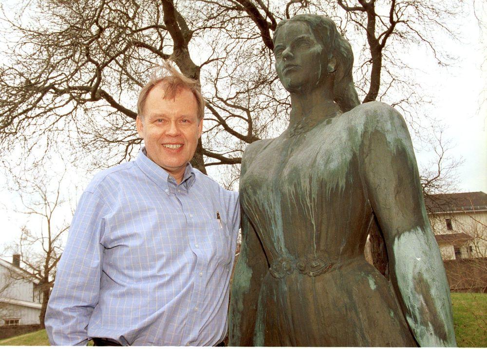 BERGTATT: Erik Solhjell (59) har hatt et langvarig forhold til Huldra. Men det skulle gå 32 år før han mannet seg opp til å ta rundt henne!
