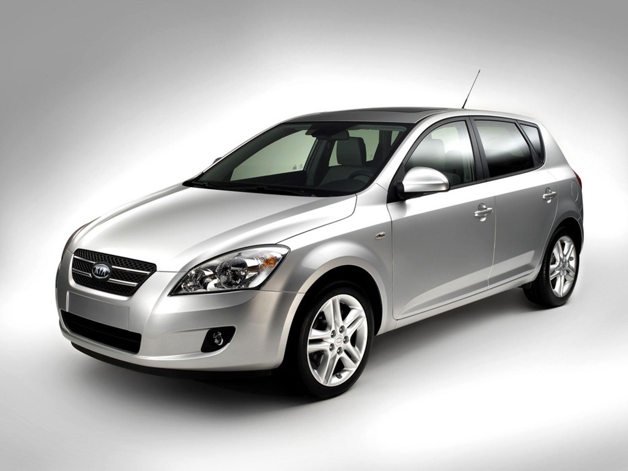 Kia CD er den første Kia som er designet og bygget i Europa, spesielt utviklet for det europeiske markedet. Den hevdes å ha størst innvendig plass i sin klasse. Bilen skal komme med fire motoralternativer, tre bensin og en diesel.