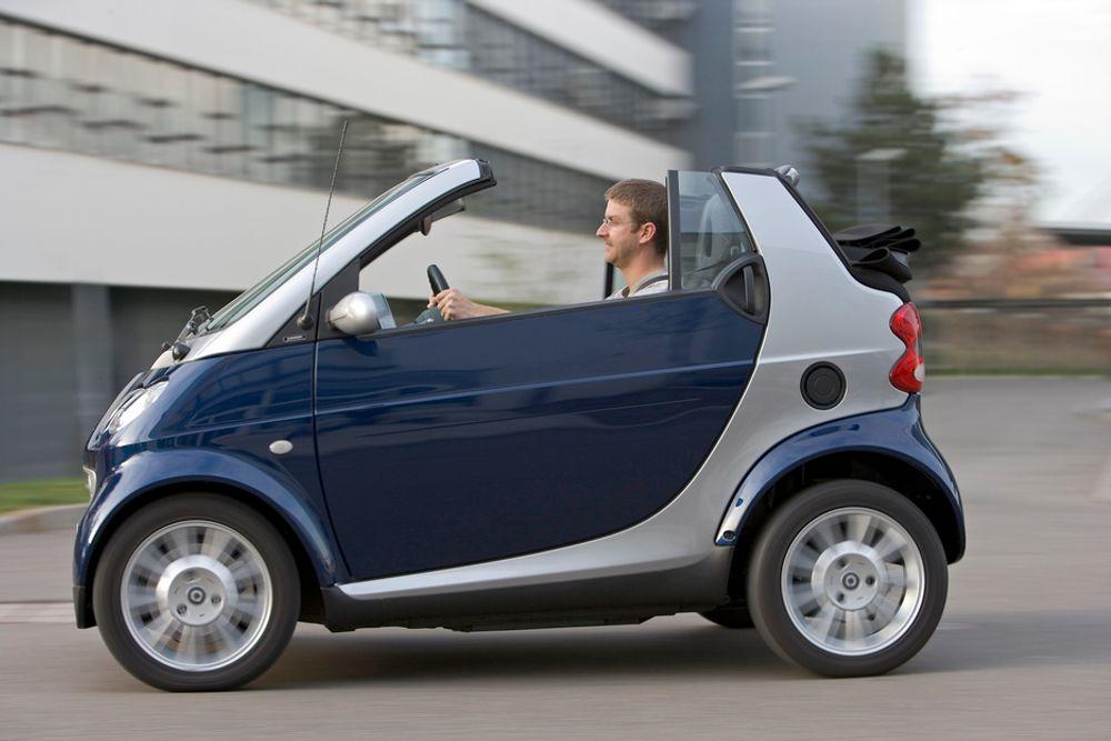 DaimlerChrysler eier Smart, som lanserte modellen Fortwo på bilmessen i London den 19. juli.