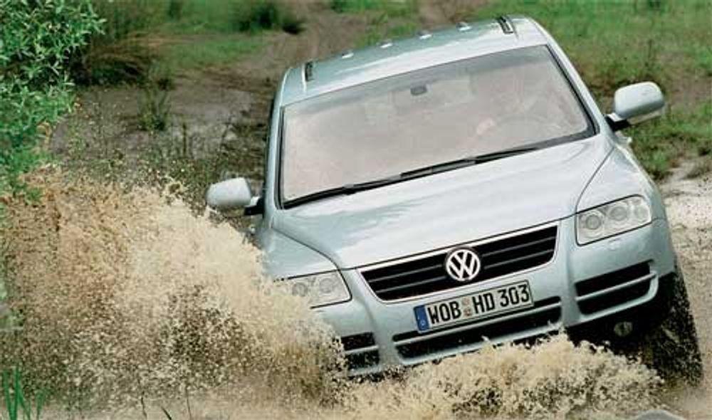 PRISES OM: For å forsøke å få litt mer salg av VW Touareg setter H.A. Møller AS nå ned prisene samtidig som bilene tilbys med mer utstyr. Skal du ha børstraktor til 750.000 raske må du slå til nå!