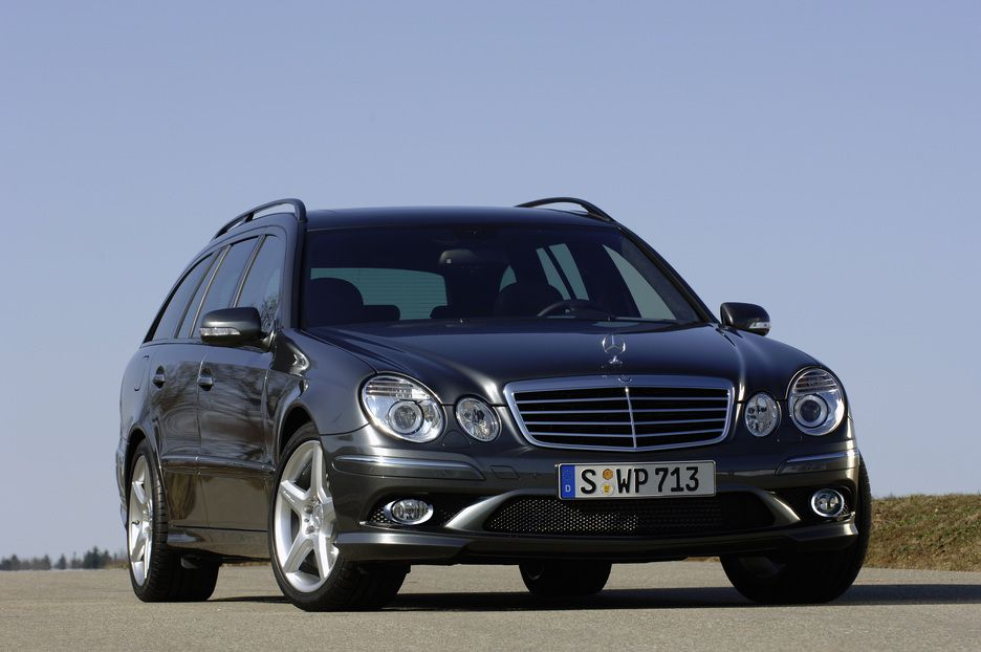 Alt er tøft med den nye Mercedes E-AMG.