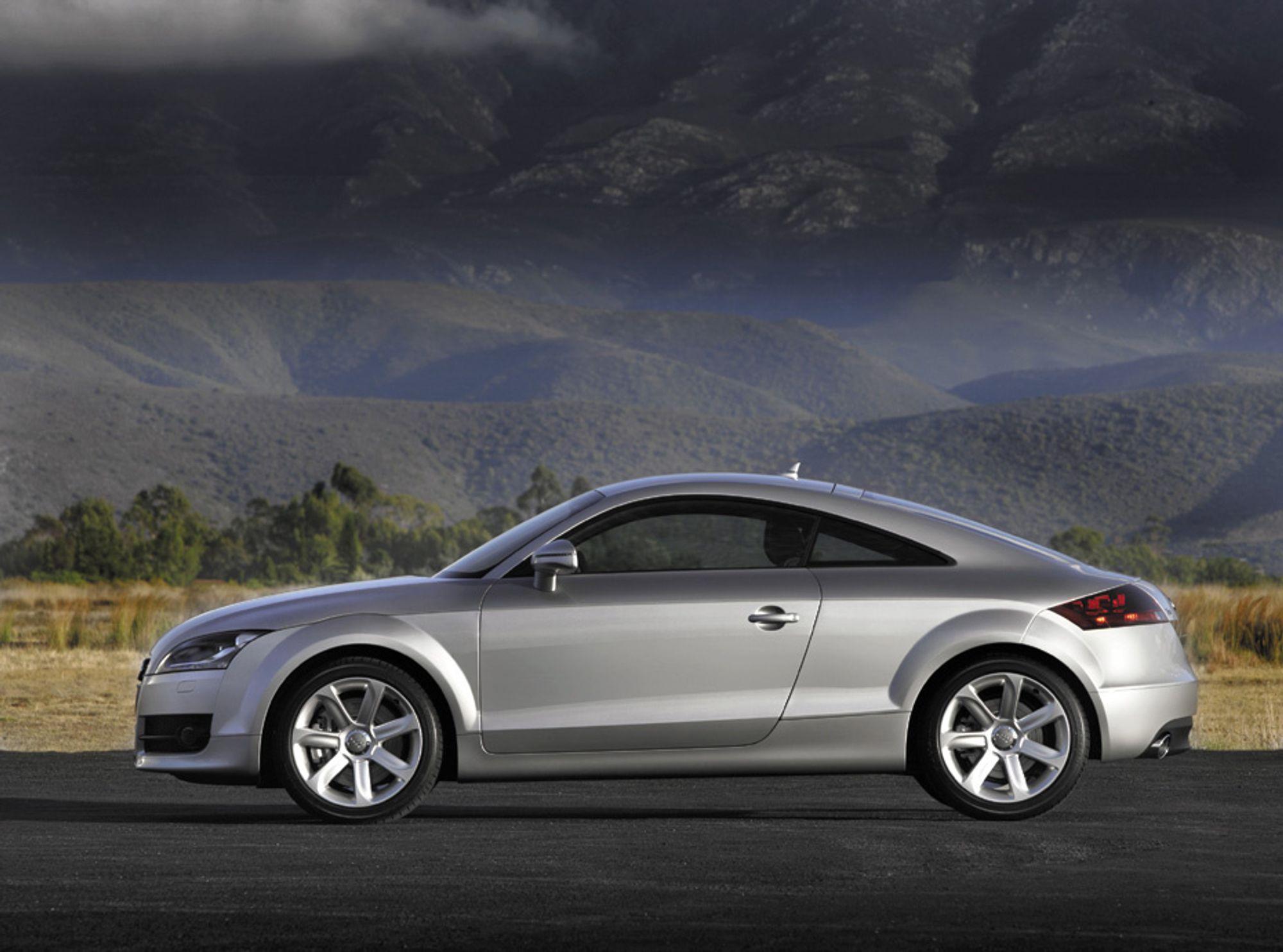 Audi TT i ny utgave. Hekkspoiler har den også, men den ser du ikke før du lar de 200 hestene få bilen til å passere 120 km/t. Bilen bruker 6,4 sekunder på å komme opp i 100 km/t. Vil du ha en sprekre utgave, får du den med V6 og 250 hk.