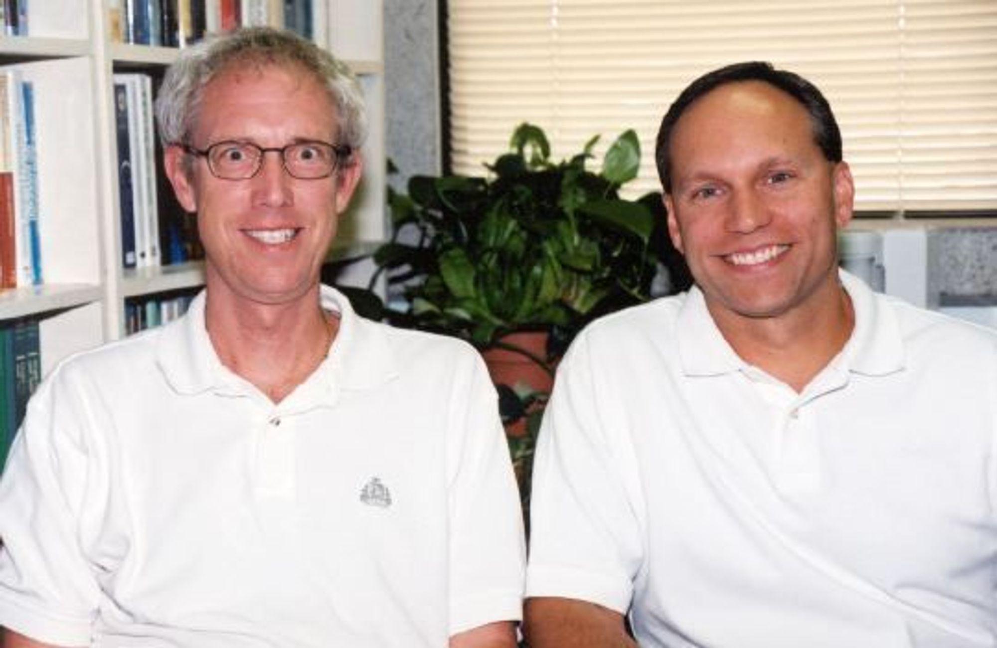 STORT: Curtis Cooper og Steven Boone har grunn til å smile. Under et år etter deres forrige rekord, kan de nå skryte av å ha funnet et primtall med 9.8 millioner sifre.