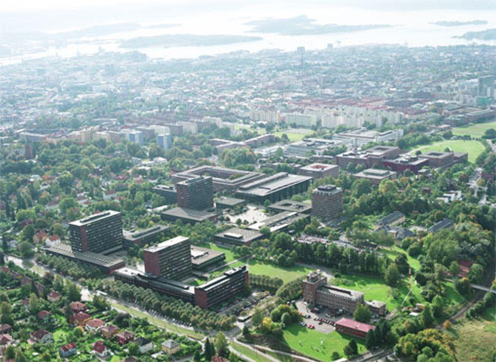Universitetet i Oslo er fortsatt med blant de 200 beste universitetene i verden, men faller nedover på lista fra 2004 til 2005.