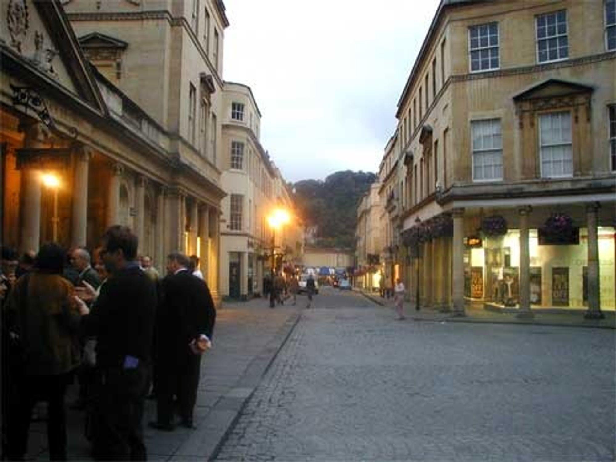 Den britiske byen Bath er en av Europas vakreste, og står høyt oppe på UNESCOs verdensarvliste. I disse middelalderomgivelsene utformes framtidas virtuelle bybilde.