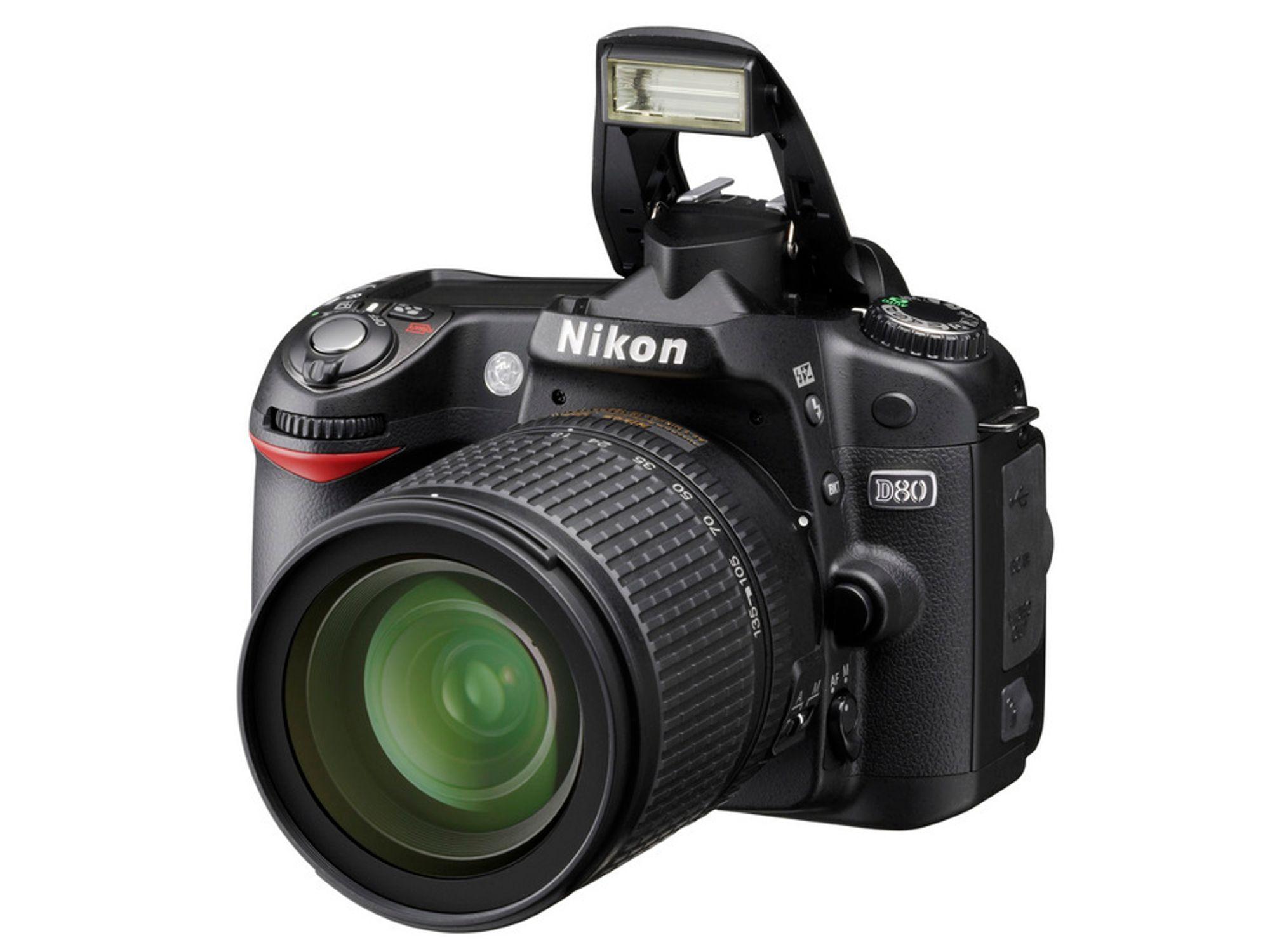 Nikon D80 regnes med å være tilgjengelig til salg i tidlig høst 2006.