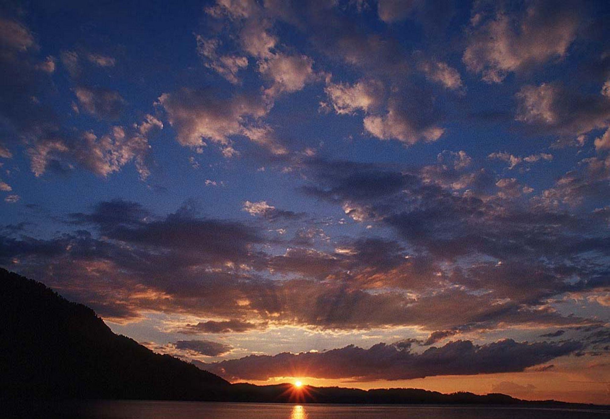 Skyene blir flere og soloppganger og solnedgenger mer spektakulære med økt svovelinnhold i atmosfæren. Men kan det redde klimaet?