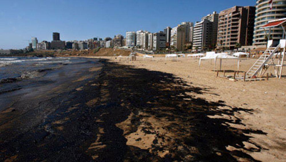 Øljesølet vasker opp på Libanons strender etter angrepene fra Israel