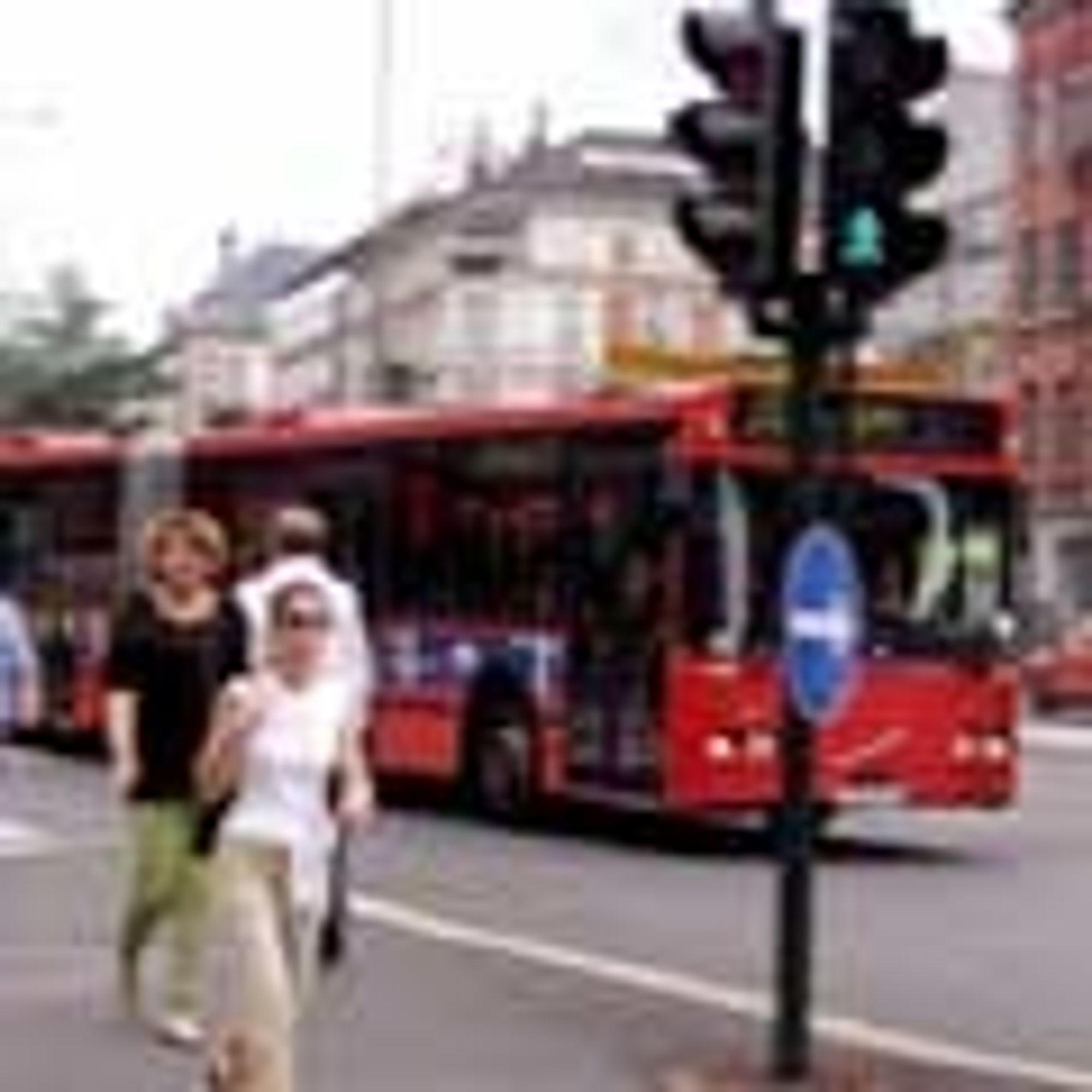 Magnetfelt på bussholdeplasser og langs veien kan lade el-bussen trådløst på ruta. Oslo Sporveier er neppe først ute med teknologien.
