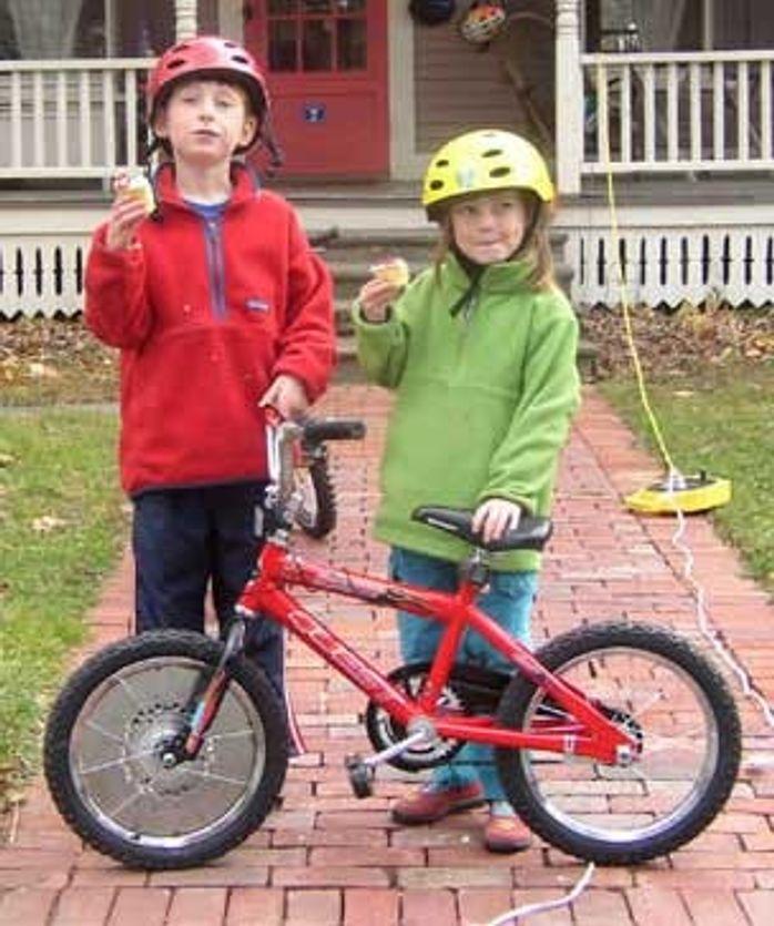 """Smårollinger kan snart lære seg å sykle med virtuelle støttehjul. Men en gyrosykkel er en sykkel med """"støttehjul"""", åkke som."""