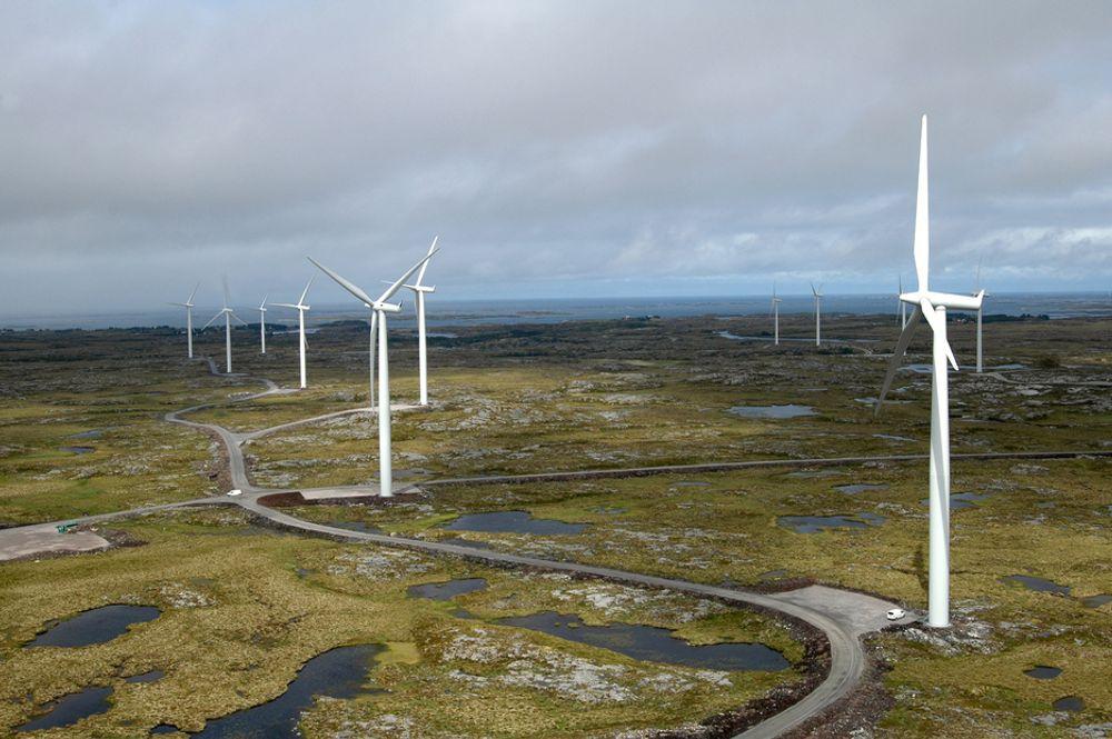 PÅ SMØLA: Statkraft har anlagt en gedigen vindturbinpark på Smøla.