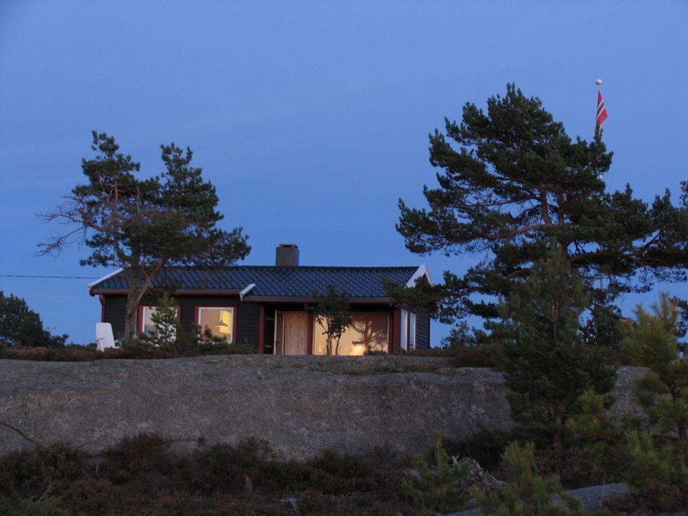 Enova gir ikke støtte til solcellepanel på hytter, og har ingen planer om å endre regelverket.