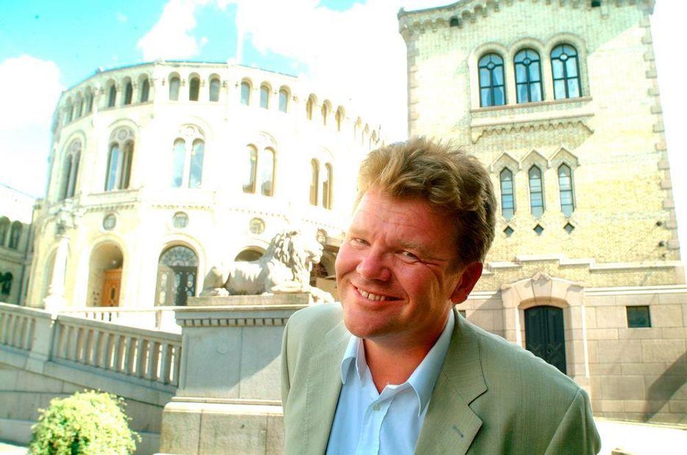 Kunnskapsminister Øystein Djupedal og den politiske ledelsen vuderte lenge om de skulle være med på aprilspøken på TU.no