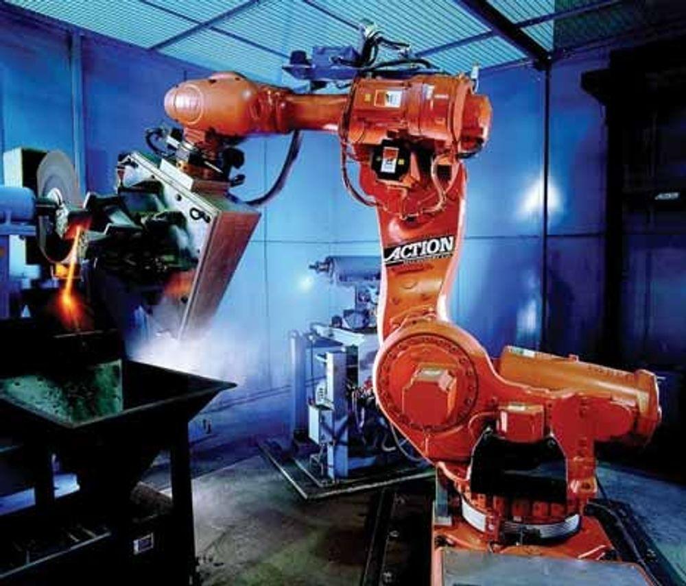 RESIRKULERES: Roboter i industrien blir reprogrammert til å spille plater som en DJ i Tyskland.