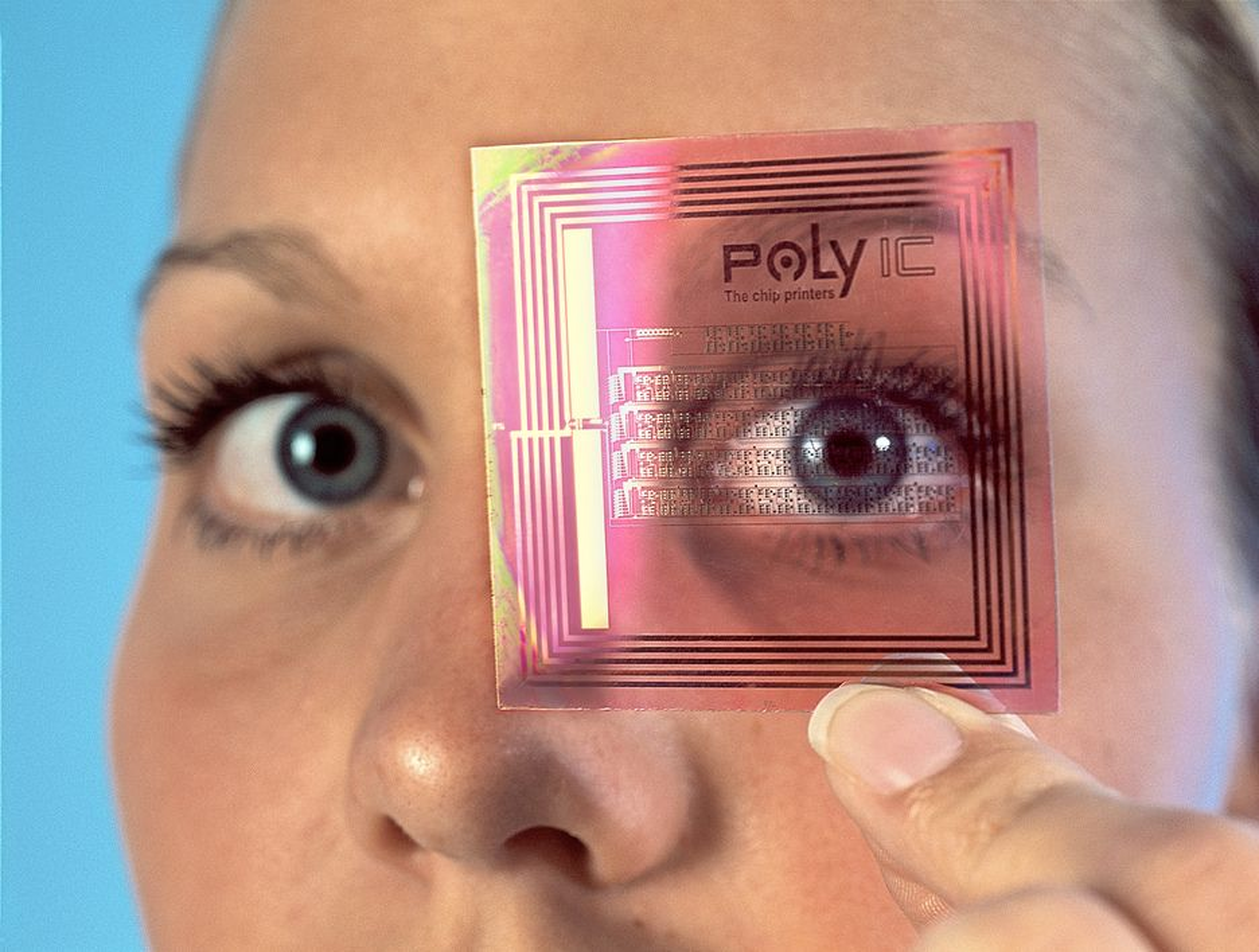 """HOLDER ØYE MED DEG: RFID-brikker kan bli teknologien som opprinnelig var til nytte og glede, men som kan bli til forbannelse for menneskeheten, dersom vi skal tro forfatterne av den nye boka """"Overvåket""""."""