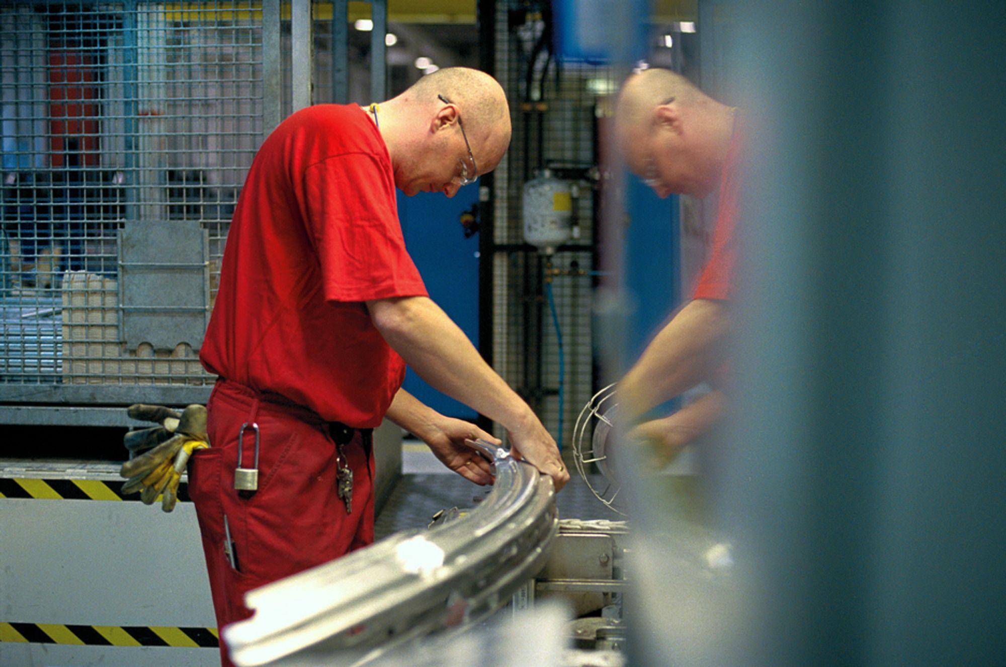 TRUET: Produksjonen av bildeler ved Hydro Aluminium på Raufoss har vært alt annet enn en gullgruve for Hydro. I verste fall kan det nå bety kroken på døra.