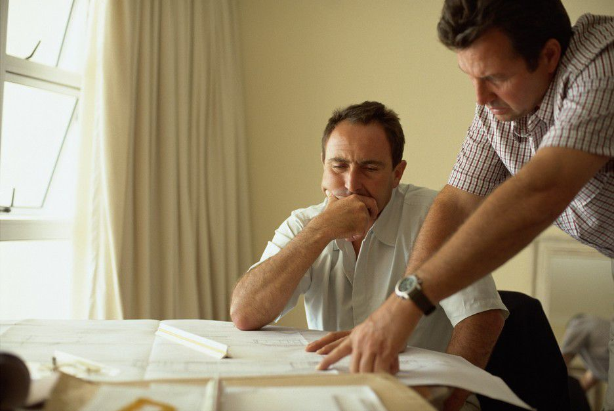 TRYNEFAKTOR: Selv om du ikke tåler trynet på din kollega, kan du være nødt til å samarbeide likevel.