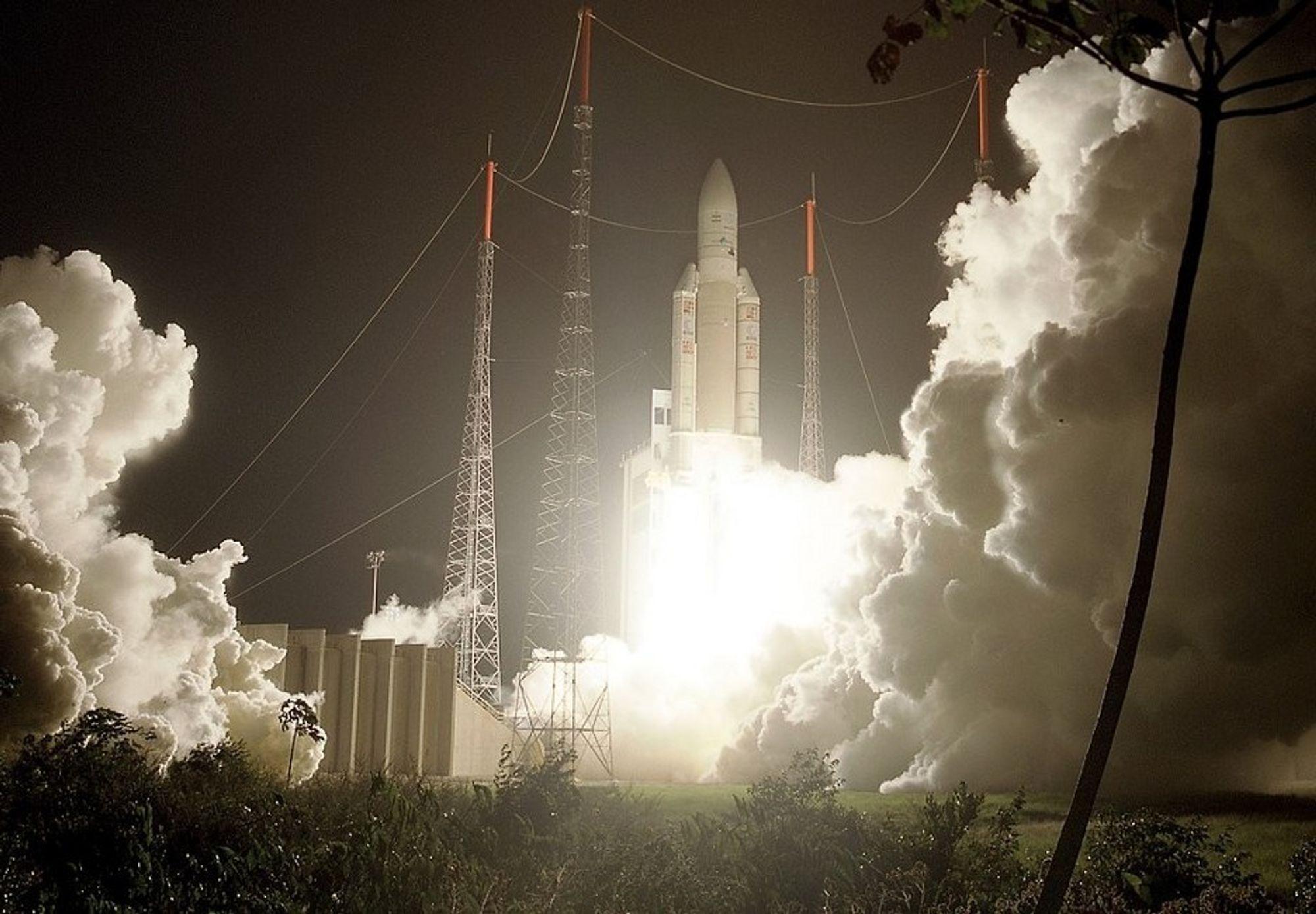 Norsk industri har vært delaktige i utviklingen av Ariane 5, den tyngste kommersielle satellitten som er plassert i geostasjonær bane.