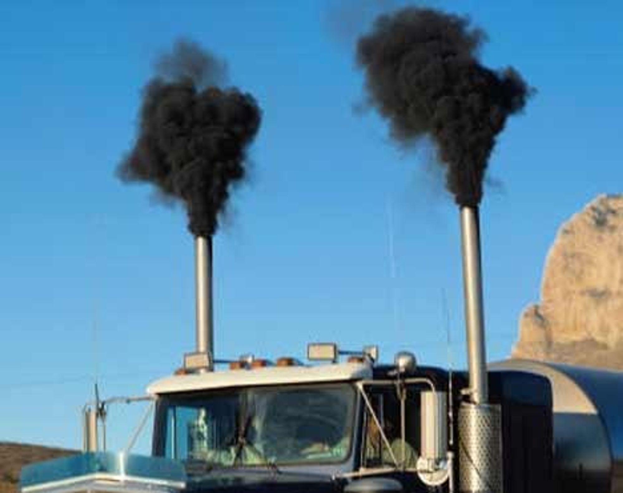 DIESELAVGASS: Det finnes etterhvert mange bevis for at urenset avgass fra dieselmotorer er skadelig for lunger osv.. Nå er det vist at også de ørsmå partiklene som ikke fanges opp selv i partikkelfiltre, kan gi alvorlige lungeskader.