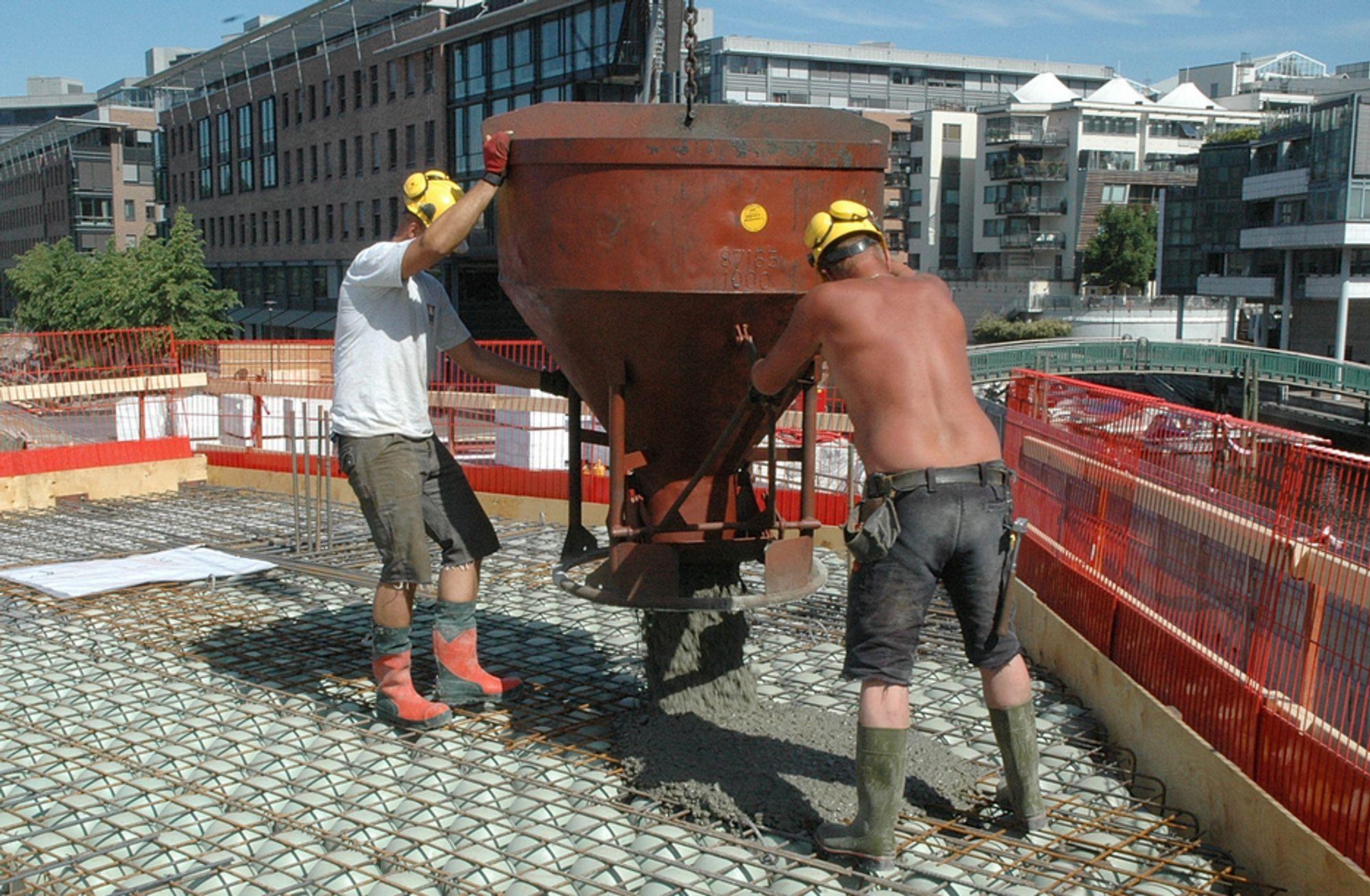 FRISKERE OG FRISKERE: Norske bygningsarbeidere er blitt friskere de siste to årene.
