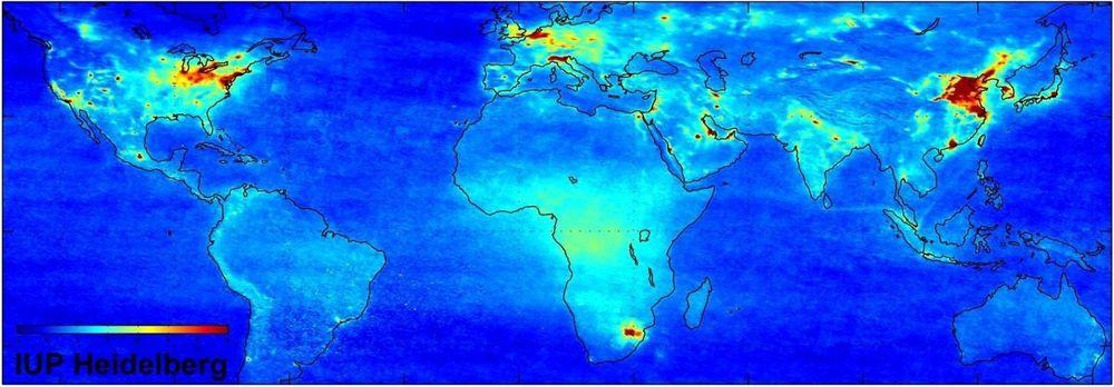 NOX: Nitrogendioksid dannes gjennom utslipp fra kraftverk, tungindustri og veitransport samt ved forbrenning av biomasse. Lynutladninger i luften danner nitrogenoksider naturlig, og det samme gjør mikrobiologiske prosesser i jordsmonnet. ILL:ESA