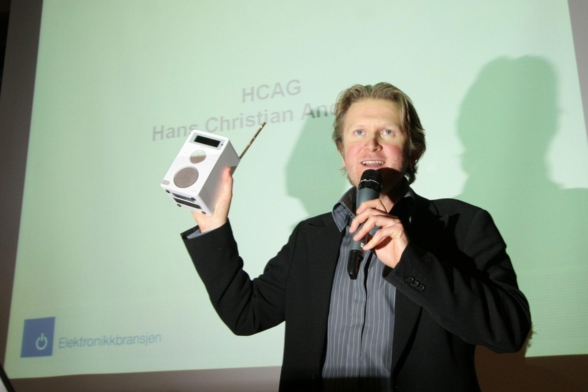Radiokjendis hans Christian Andersen selger nå DAB-radioer for alle penga, og benyttet årets julegavearrangement til å snakke om DAB-radioens fortreffelighet i forhold til FM. Andersen snakket også om DAB-debatten som har rast her på TU.no.