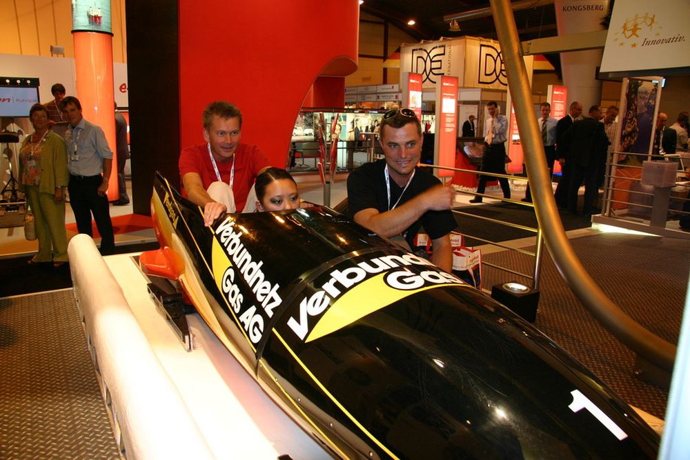 Bob-simulator med kyndig instruksjon engasjerte publikum.
