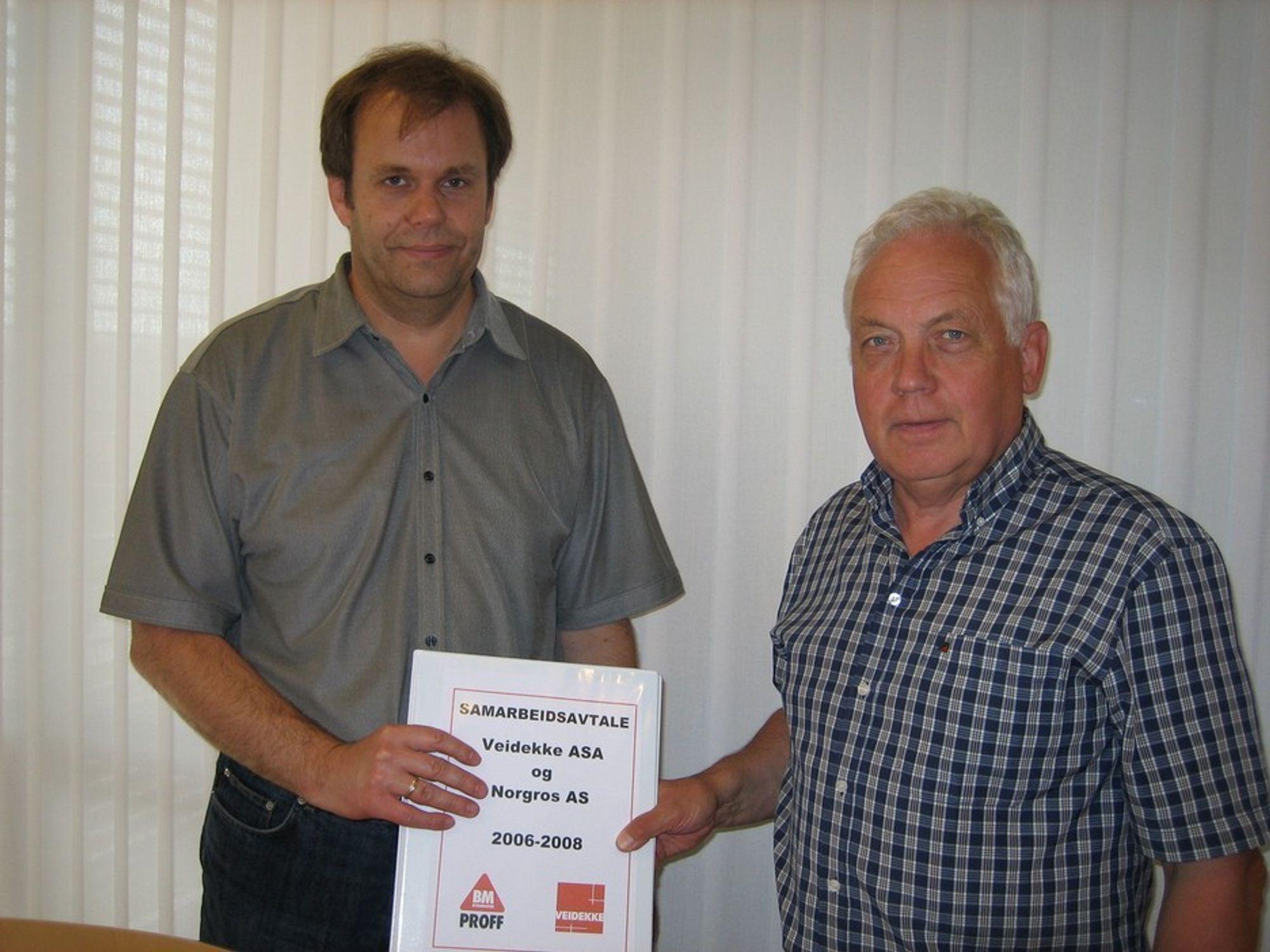 PRISKAMP: Innkjøpssjef Rune Johansen hos Veidekke, til venstre, og Ole Peder Aannestad, salgssjef i Storkunde Byggmakker er enige om at prisene skal ned.