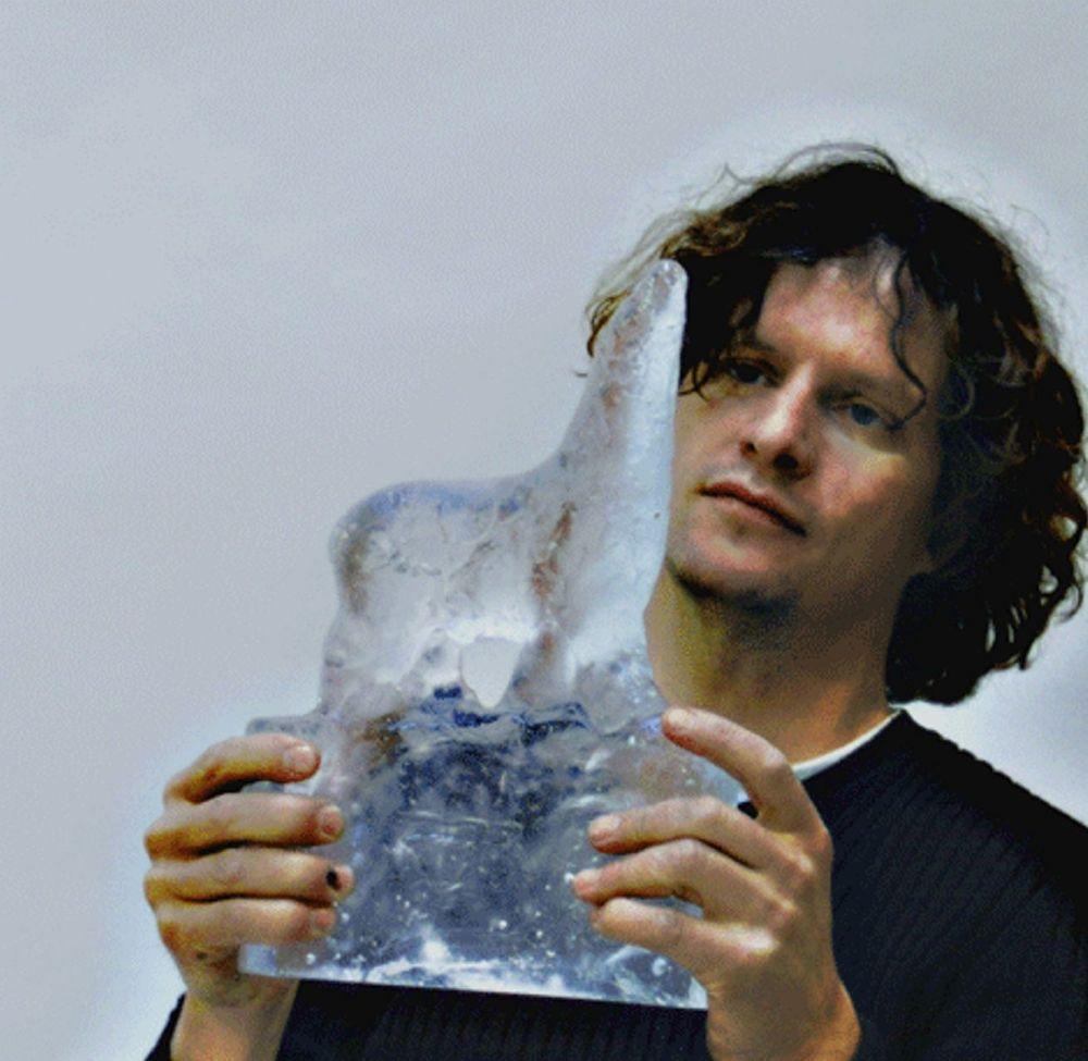 SKJØR:Nico Widerberg har laget prisstatuetten Glassbjørnen.