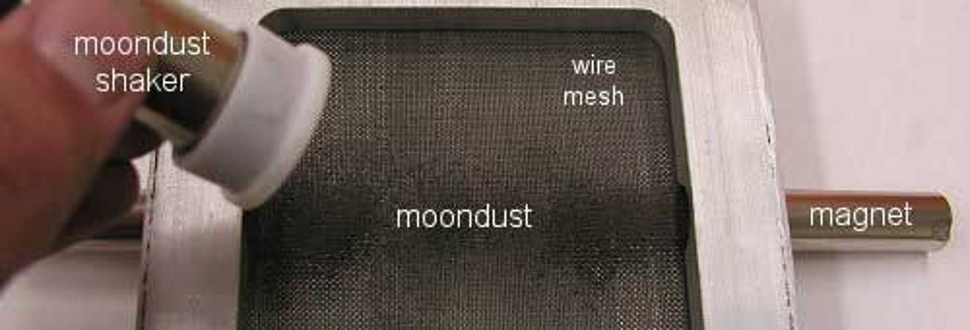 NASA-forskere oppdaget at det fineste månestøvet har magnetiske egenskaper.