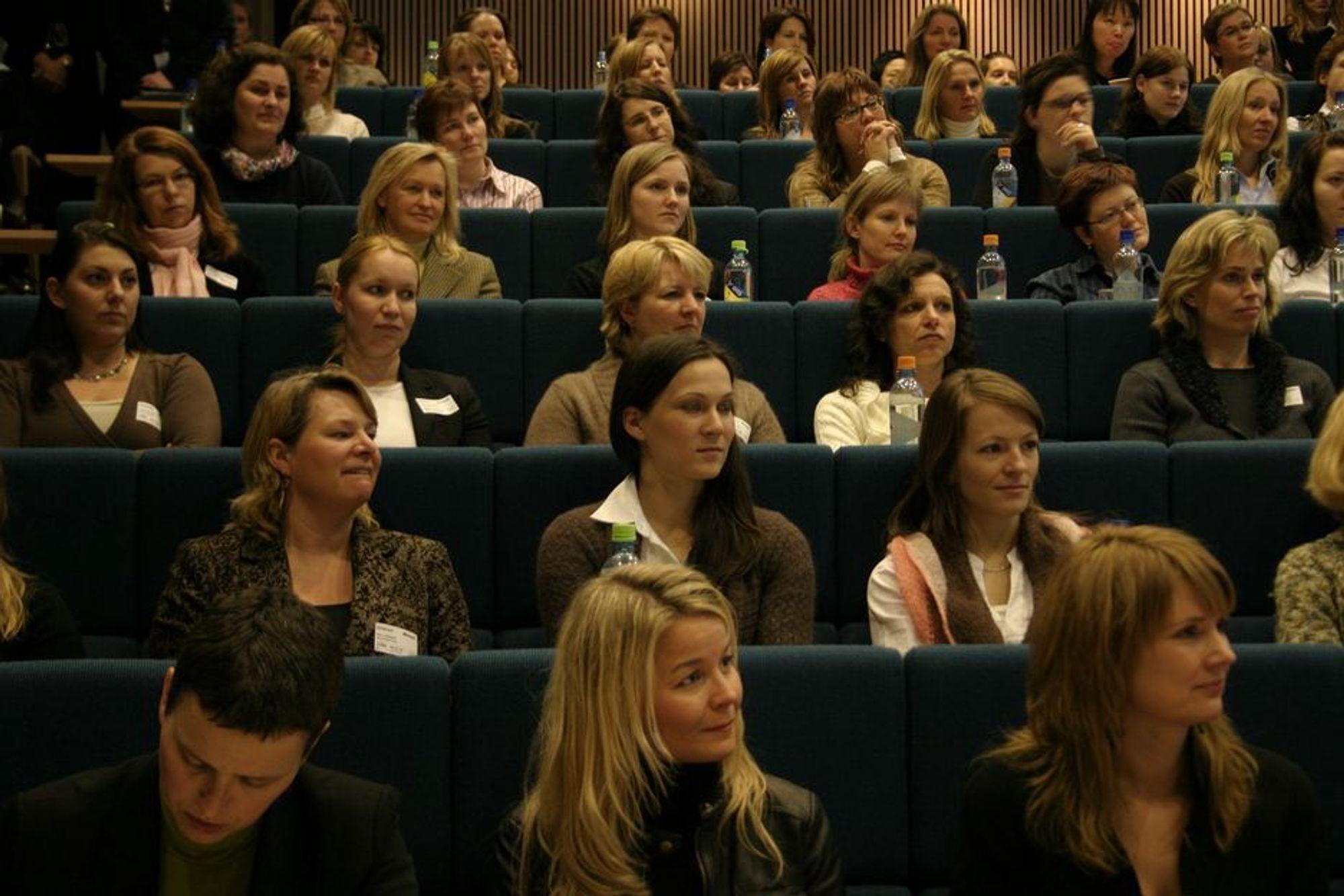 PÅ INSPIRASJONSMØTE: IT-jenter fra hele Norge møttes hos Microsoft for å skape eget kvinnenettverk i IT-bransjen.