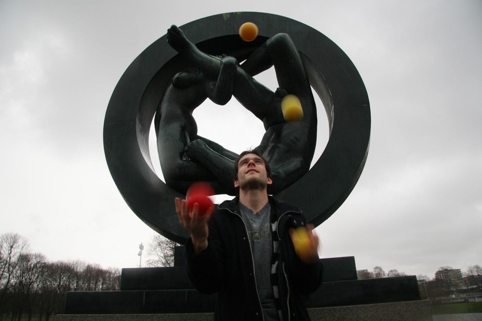 SJONGLERER: Magnus Dehli Vigeland sjonglerer gjerne med tall og baller