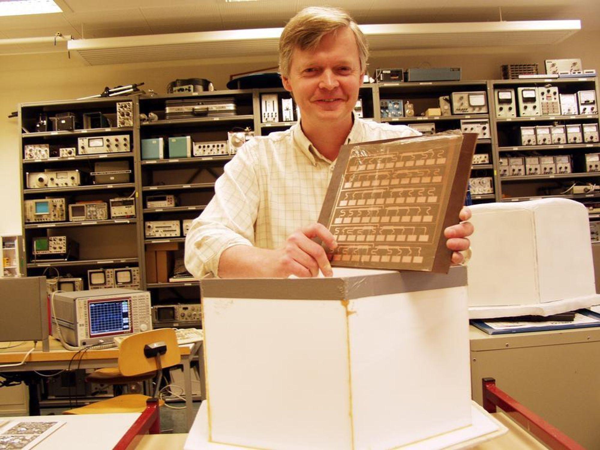 EKSEMPEL Førstelektor Arne Bjørk ved Høgskolen i Narvik er i ferd med å utvikle en ny type radar som skal være vesentlig bedre enn dagens sivile radarer.