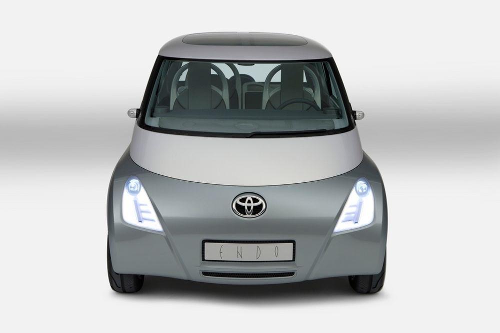 UNGDOMMENS: De unge urbane som om tre-fire år skal skaffe seg bil vil ha helt andre krav og ønsker enn hva dagens modeller tilbyr. Derfor har Toyota skapt det høyteknologiske prosjektet ENDO. Den debuterte i Frankfurt i forrige uke.